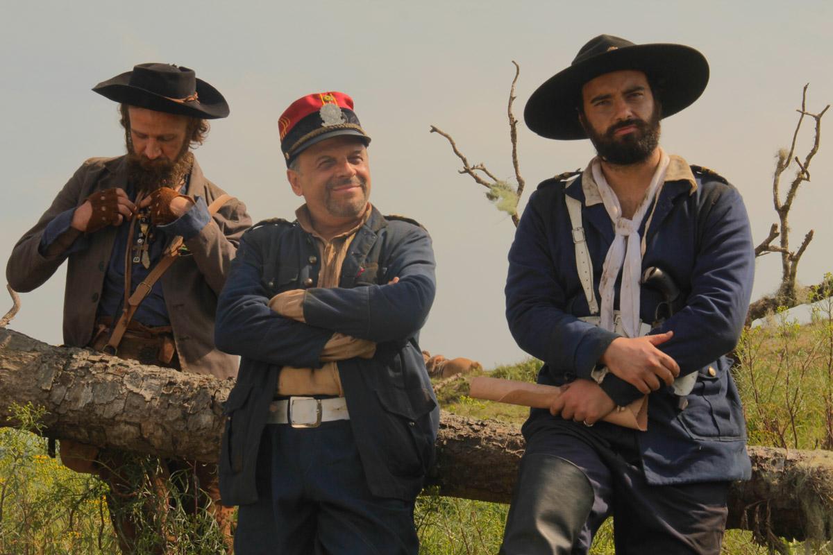 4. Marcos Verza (Caçapava), Marcos Breda (coronel Firmino), Pedro de Oliveira (Tenete Lobo) - by Mariana Catalane