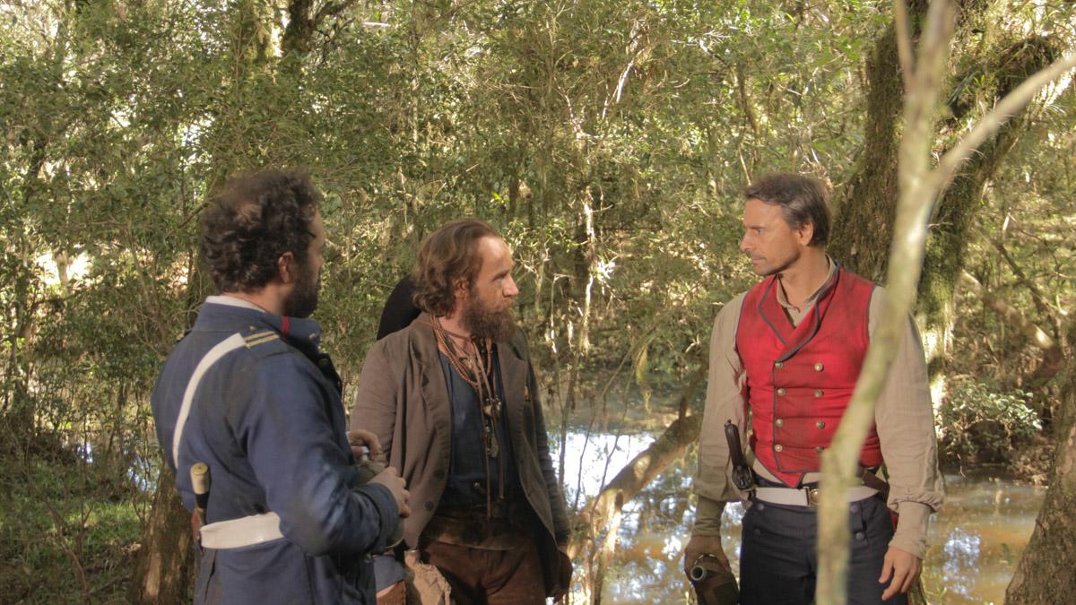 9. Pedro de Oliveira (tenente Lobo), Marcos Verza (Caçapava), Murilo Rosa (major Ramiro) - by Mariana Catalane